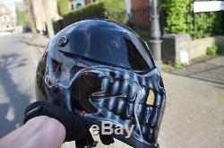 Casque De Moto Peint Personnalisé Graphique Retouché Dans La Conception De Style De Bandit Skull